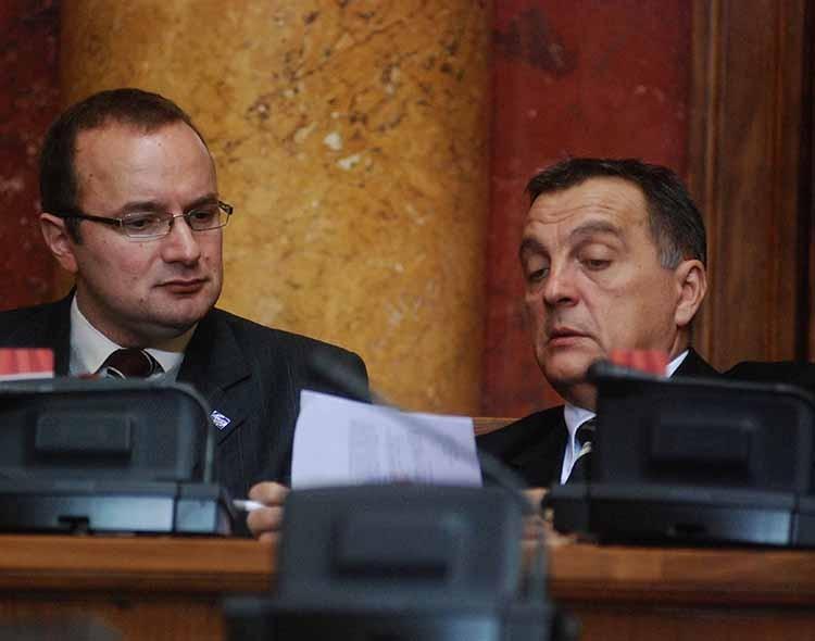 Poslanici NOVE glasaće za Zakon o jakim alkoholnim pićima