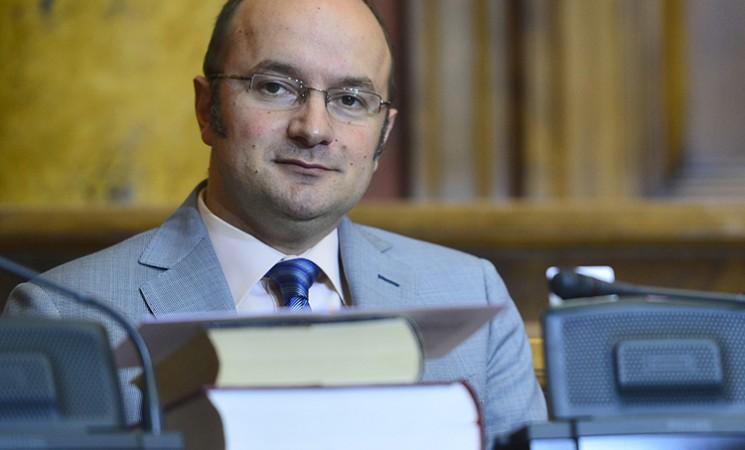 Šikaniranje opozicije se nastavlja: Pavićević ućutkan zbog osmeha na licu!