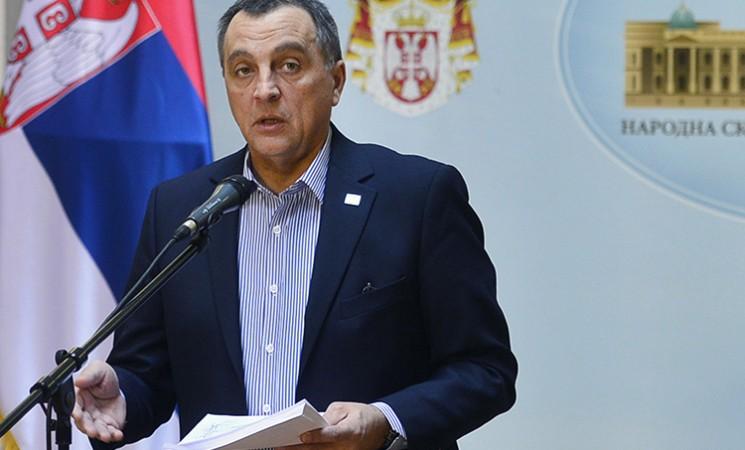 Sednica o smeni Gašića Vučićeva farsa