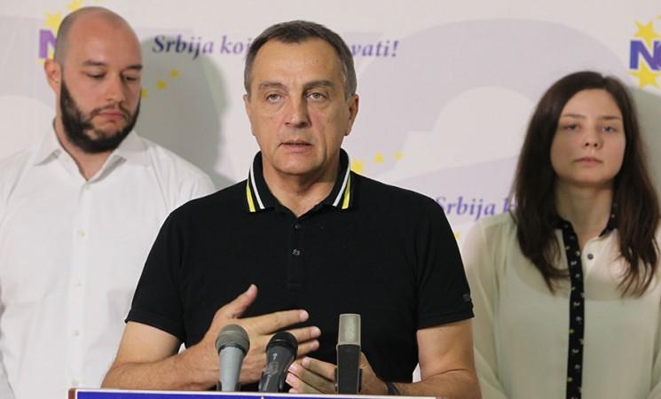 Vučiću odgovara nepostojanje vlade i parlamenta