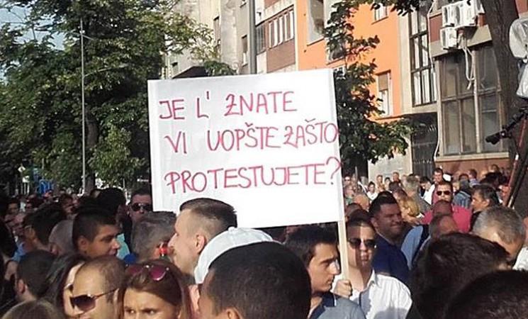 SNS plaćenici u Novom Sadu mitingovali protiv slobode