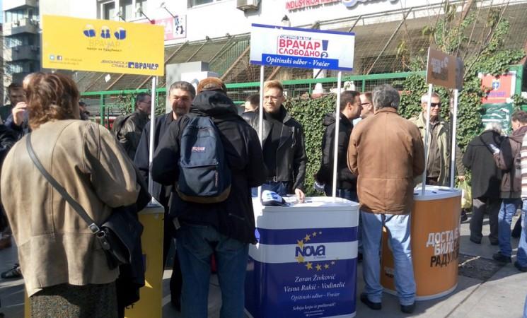Aktivisti SNS napali štandove opozicije na Vračaru