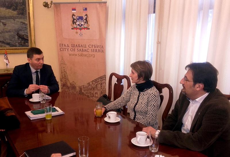 Gradonačelnik Šapca Nebojša Zelenović, direktorka Farmaceutske komore Svetlana Stojkov, koordinator Saveta za zdravstvo Nove stranke Aris Movsesijan