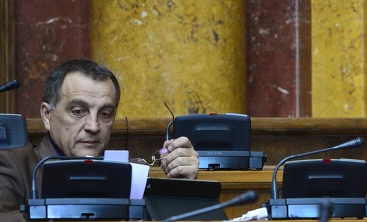 Vlast svoju paranoju prebacuje na parlament i druge institucije