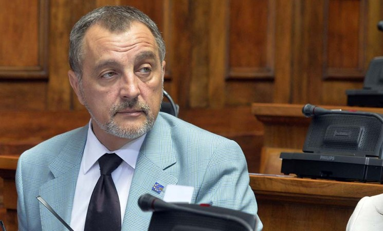 Ozdravljenje Srbije da krene od vrha - od Vlade
