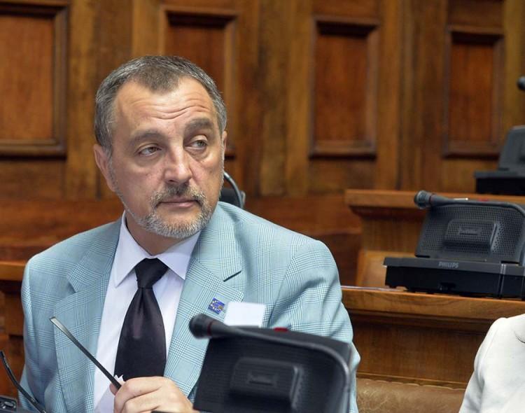 SNS novim ministarstvima isplaćuje koalicione partnere
