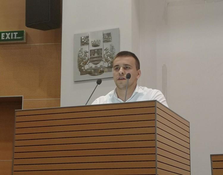 Jovanović: Pod paravanom peticije, SNS popunjava partijsku bazu podataka
