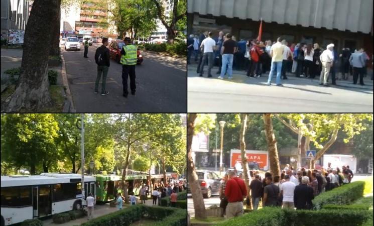 SNS pod pratnjom policije razvozi zaposlene u JP na doček Vučiću