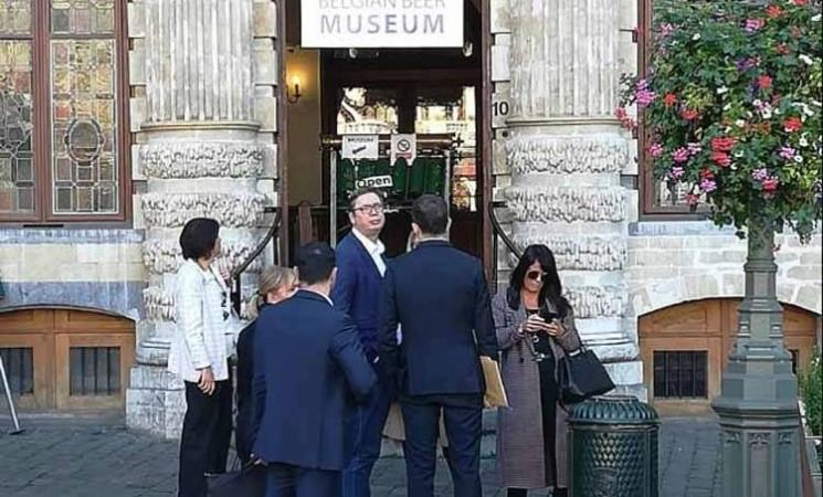 Pregovori sa Prištinom paravan - Vučić spašava Srbiju po briselskim pivarama i bečkim buticima