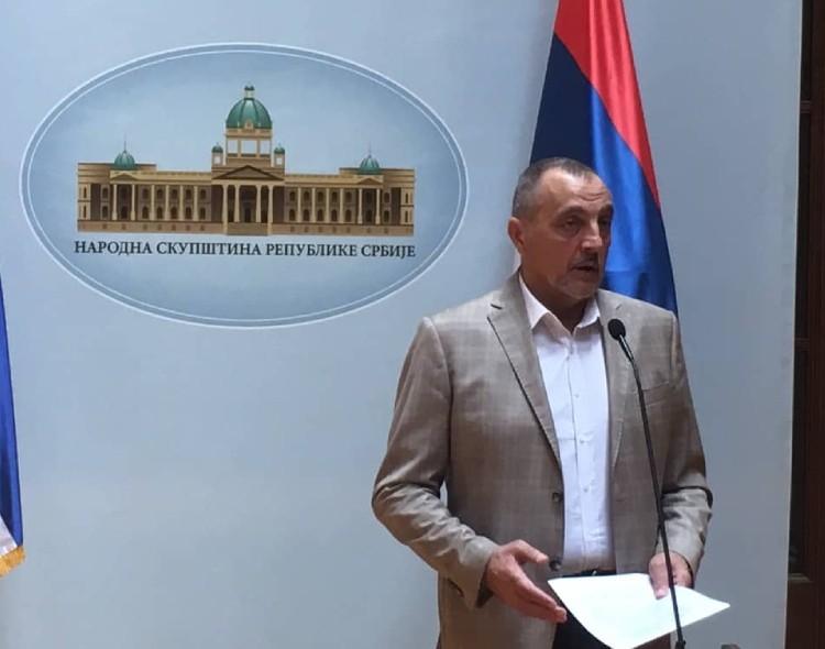 Živković u Parlamentu o lažnim diplomama i tekstu Aleksandra Vučića