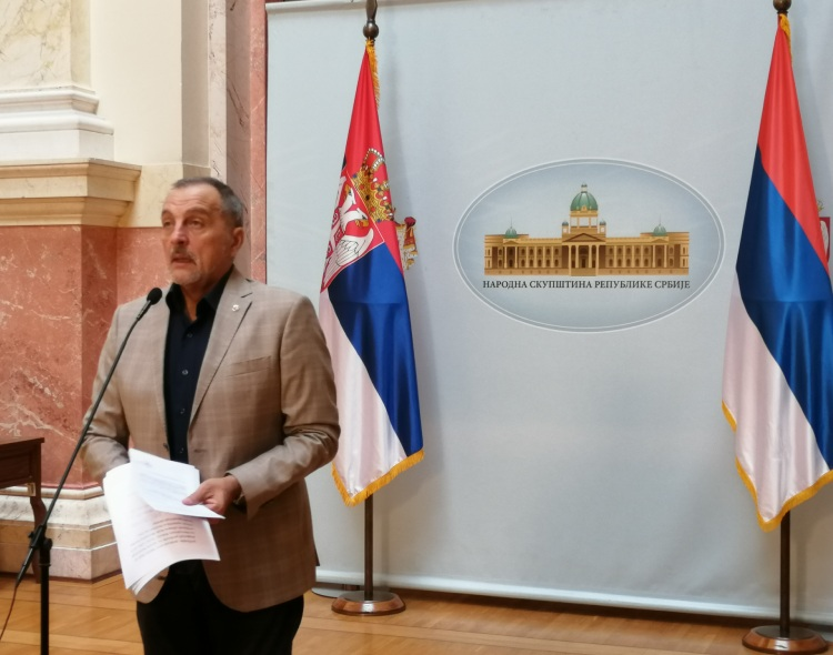 Živković u Parlamentu: Vučić se igra platama kao Milošević, pa će isto i izgubiti