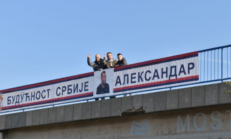 NOVA Niš i Niška inicijativa postavile na nadvožnjak na auto-putu pravu sliku budućnosti Srbije