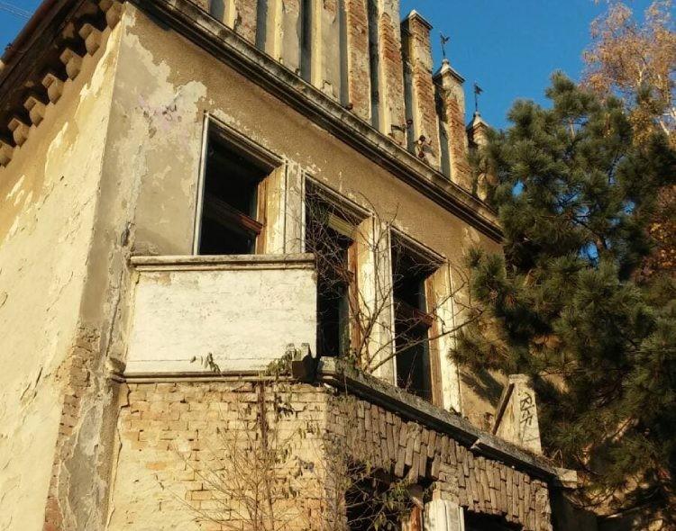 Pinova vila u Zrenjaninu metafora odnosa režima prema kulturi i istoriji naše zemlje