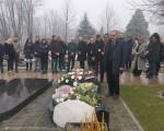 Funkcioneri Nove stranke položili cveće na grob Olivera Ivanovića
