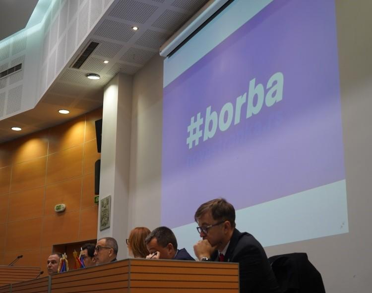 Srbija Međunarodni dan demokratije dočekuje u državi zarobljene budućnosti