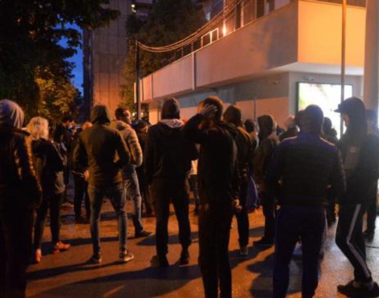 Jovanović zahteva oštru reakciju ministra Nedimovića na bakljadu tokom policijskog časa u Nišu